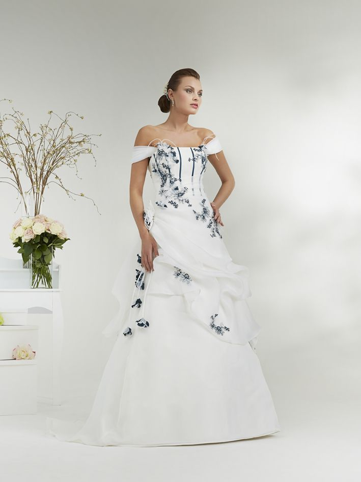 http://www.anniecouture.fr/img/robes-de-mariees-annie-couture/2015/hd/robe-annie-couture-alesia_.jpg