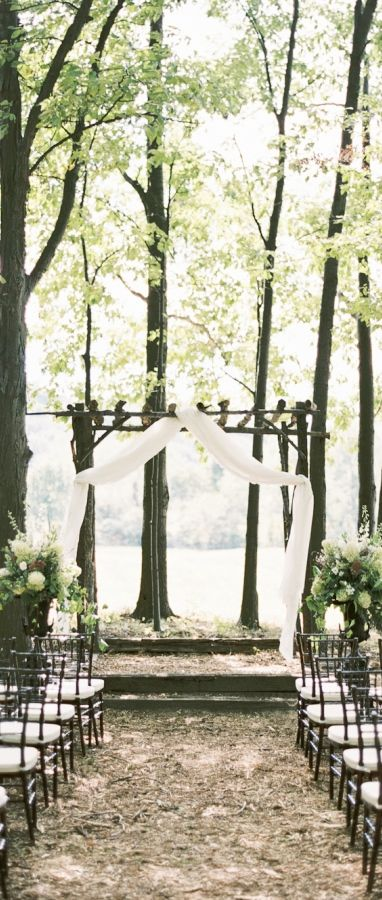 love this simple white and green wedding vibe