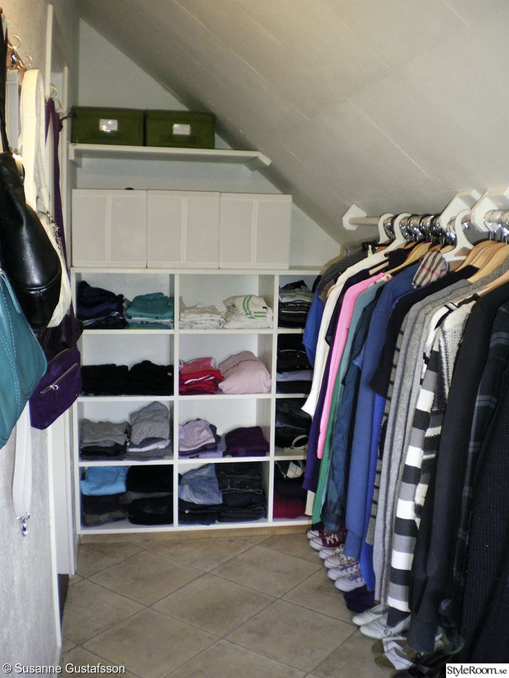 klädkammare,klädkammaren färdig,förvaring,hylla,före & efter snedtak