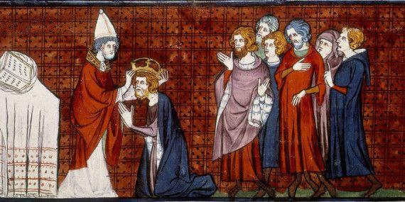 """Illustrazione databile al XIV secolo, tratta da """"Chroniques de France ou de Saint Denis"""": raffigura Carlo Magno nell'atto di ricevere la corona imperiale da Papa Leone III il 25 dicembre dell'anno 800"""