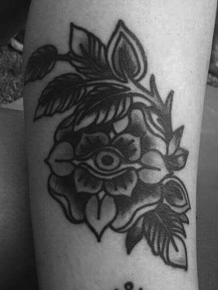 Tatto diseño original ZOE METAMORFA www.mantratattoo.cl