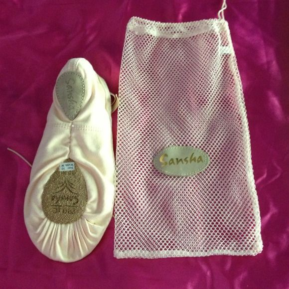 SanshaPro New Beginner Ballet Pink Ballet Shoes Never worn. We bought multiple pair for a show and missed the return date. Also have convertible tights! sansha Shoes