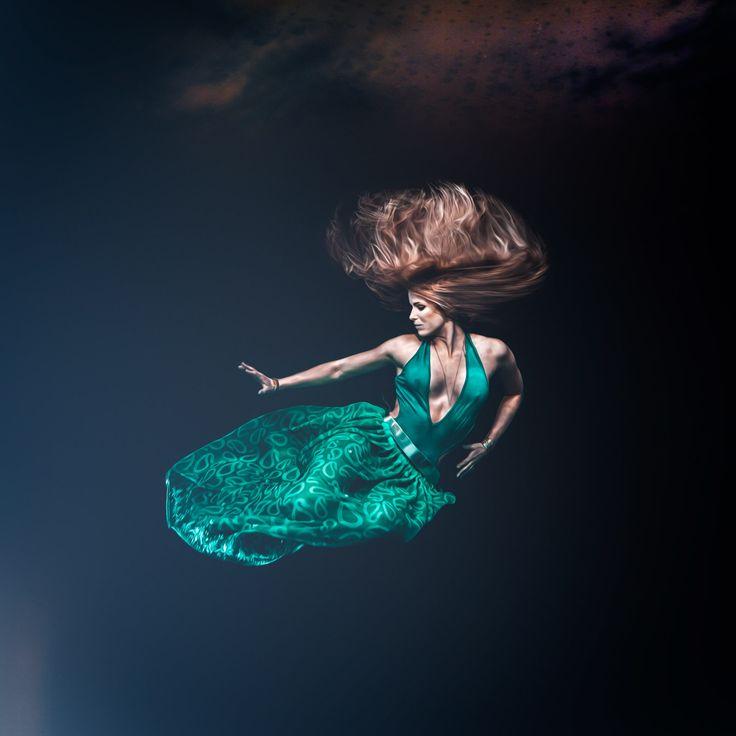 fine art photography, fine art, conceptual photography, konceptuellt foto, Underwater portrait, dress, mermaid, underwater photographer, fine art, undervattensfotograf