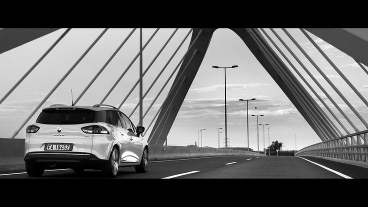 Renault CLIO DUEL nella versione Sporter, in un frame dello Spot TV Renault #ClioDUEL