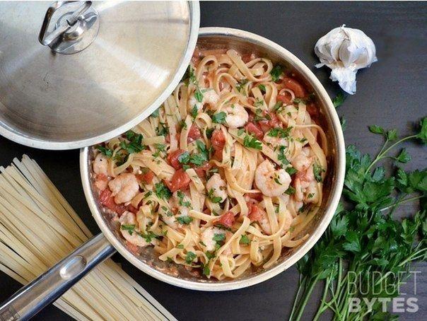 Фото к рецепту: Паста с креветками и томатами
