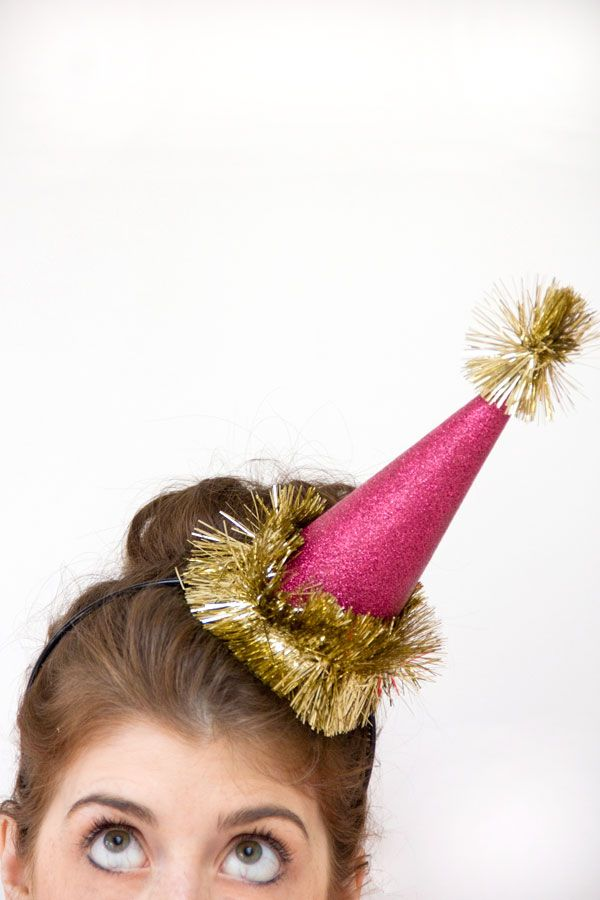 DIY Holiday Glitter Party Hats / Image via: Studio DIY #nye2013 #entertaining