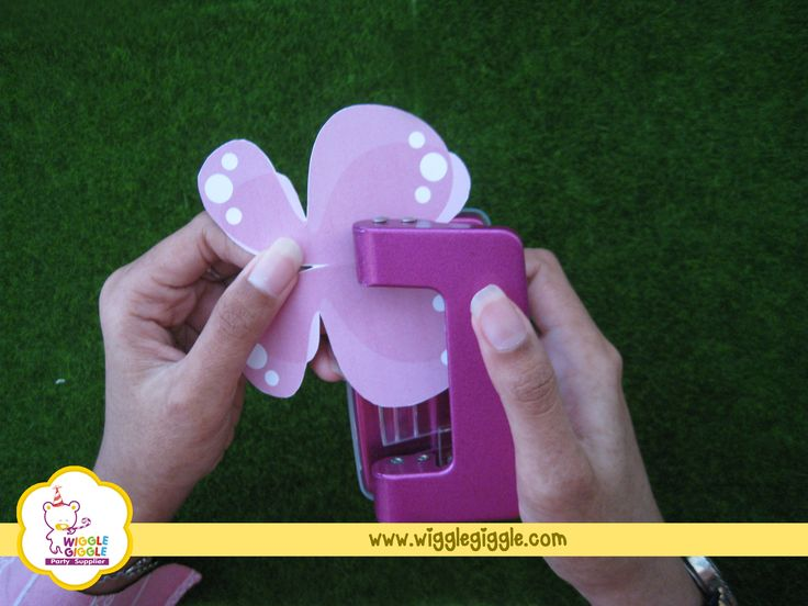 1.Cut the polka paper into butterfly  shape. Choose the color as you like. Butterfly pattern can be drawn by hand or find it in the internet. Visit us at www.wigglegiggle.com