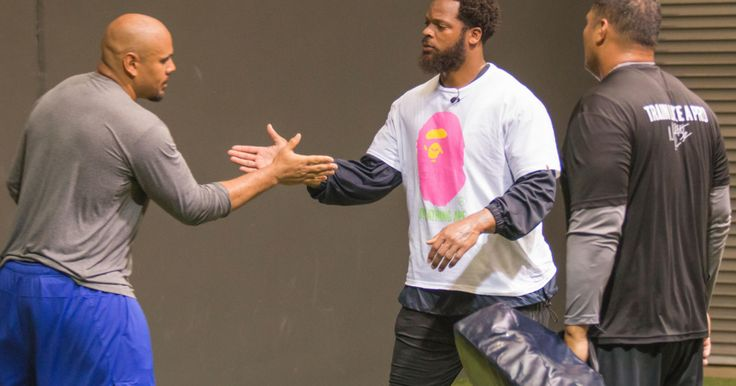 Seahawks Defensive End Michael Bennett Hosts Workouts With NFL Players In Hawaii
