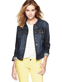 Denim jacket-- GAP: The Gap, A Mini-Saia Jeans, Fall Staples, Outfits Inspiration, Jeans Jackets, Denim Jackets, Casual Looks, 1969 Denim, Dark Denim