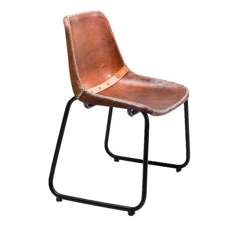 Vintage daar houden we van! Deze prachtige bruine lederen eetkamerstoel van Kare Design is een echte musthave!
