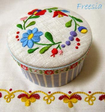 Lovely Hungarian embroidery by Freesia