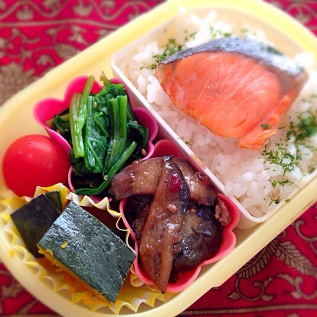 おはようございます(^-^)/ 今日は昨日の夕ご飯の残りものと、久々に南瓜の煮物を入れてみました。 - 12件のもぐもぐ - 焼き鮭と茄子のみぞれいためと南瓜の煮物弁当 by moeyun
