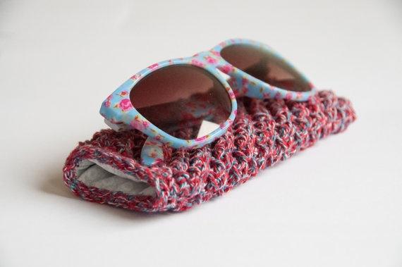 Easy crochet pattern sunglass pouch. $5.00, via Etsy.