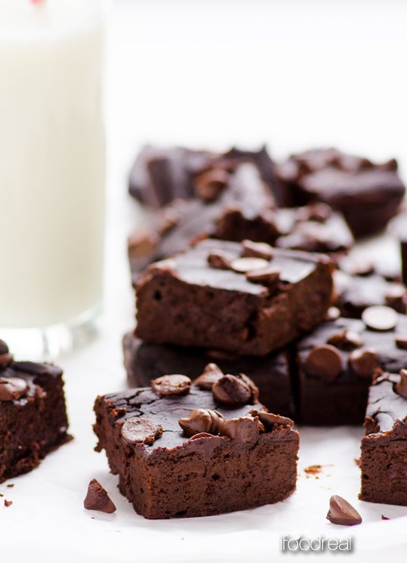 Black Bean Brownies - Healthy fudgy brownies made with black beans (yes!) and dates. No flour, no refined sugars, no butter. And they are delicious!