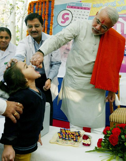 Narendra Modi gives pulse polio drops to a child in Gandhinagar
