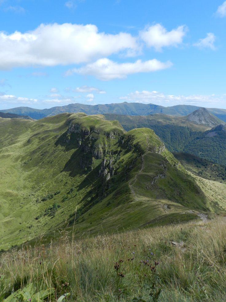 La ligne de crêtes et la brèche de Rolland depuis le Puy Mary (Cantal)