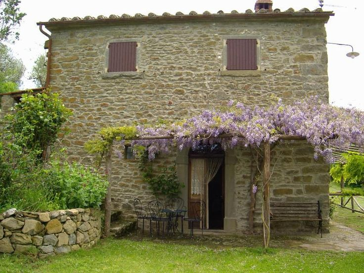 Stone cottage with pool in Cortona, Tuscany, from www.homesandvillasabroad.com