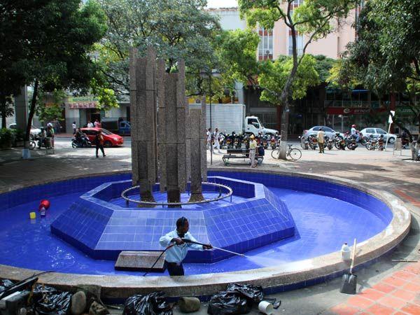 Arrancó el mantenimiento a fuentes ornamentales de la ciudad