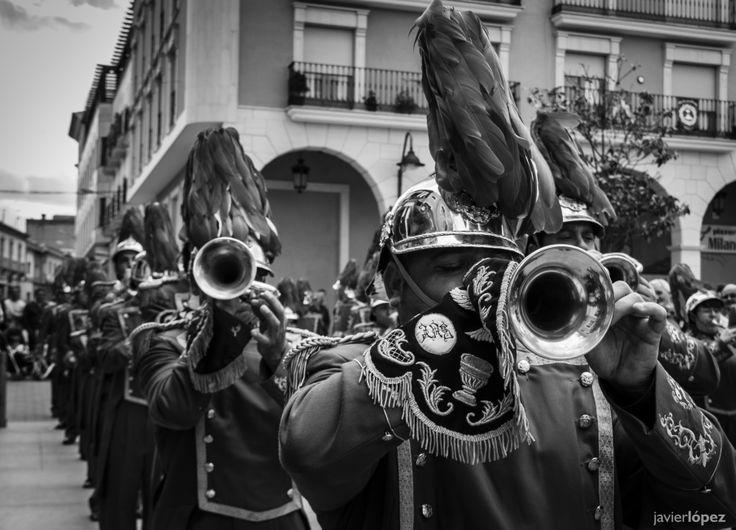 Fotografía de Javier López Martínez. Certamen de bandas de música tras la procesión del Resucitado -Socuéllamos-. Realizada con cámara
