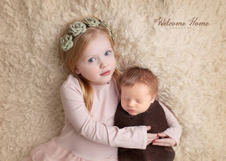 Welcome home newborns an eau claire wi newborn photographer newborn with sibling