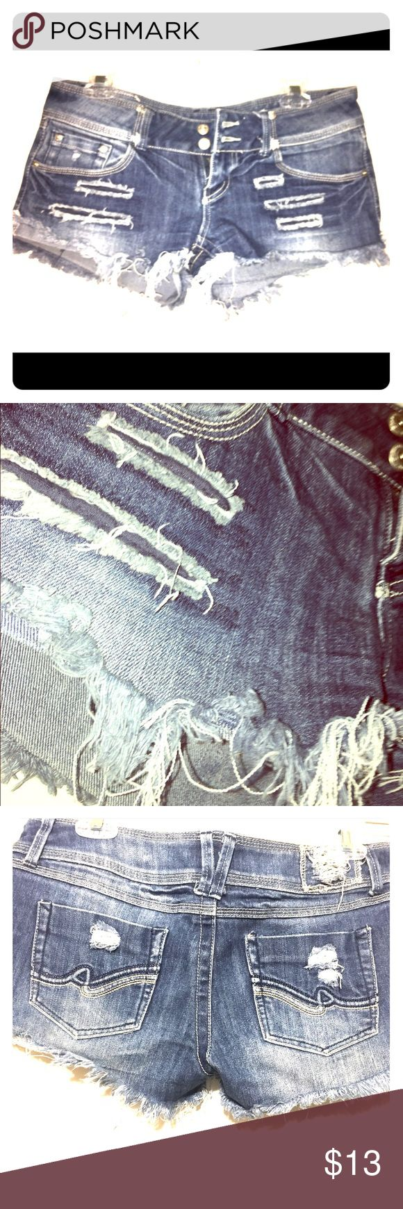 😍 FRINGED DENIM SHORTS. HOT SUMMER DEAL😍 I absolutely love these and they will truly be missed! The denim shorts are gently used, and look amazing on! Don't forget to check out my bundle deal & please make an offer. 👑 Blue Asphalt Shorts Jean Shorts