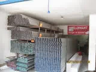 Baja Ringan Semarang - Sejak dulu, penggunaan kayu sebagai rangka atap memang sangat lazim digunakan, apalagi di Indonesia sendiri terdapat berbagai jenis kayu dengan kualitas dan harga yang berbeda-beda. Namun, untuk sekarang ini sudah ada alternatif pengganti kayu yang bisa digunakan sebagai penutup atau rangka atap, yaitu baja ringan adalah salah satunya.