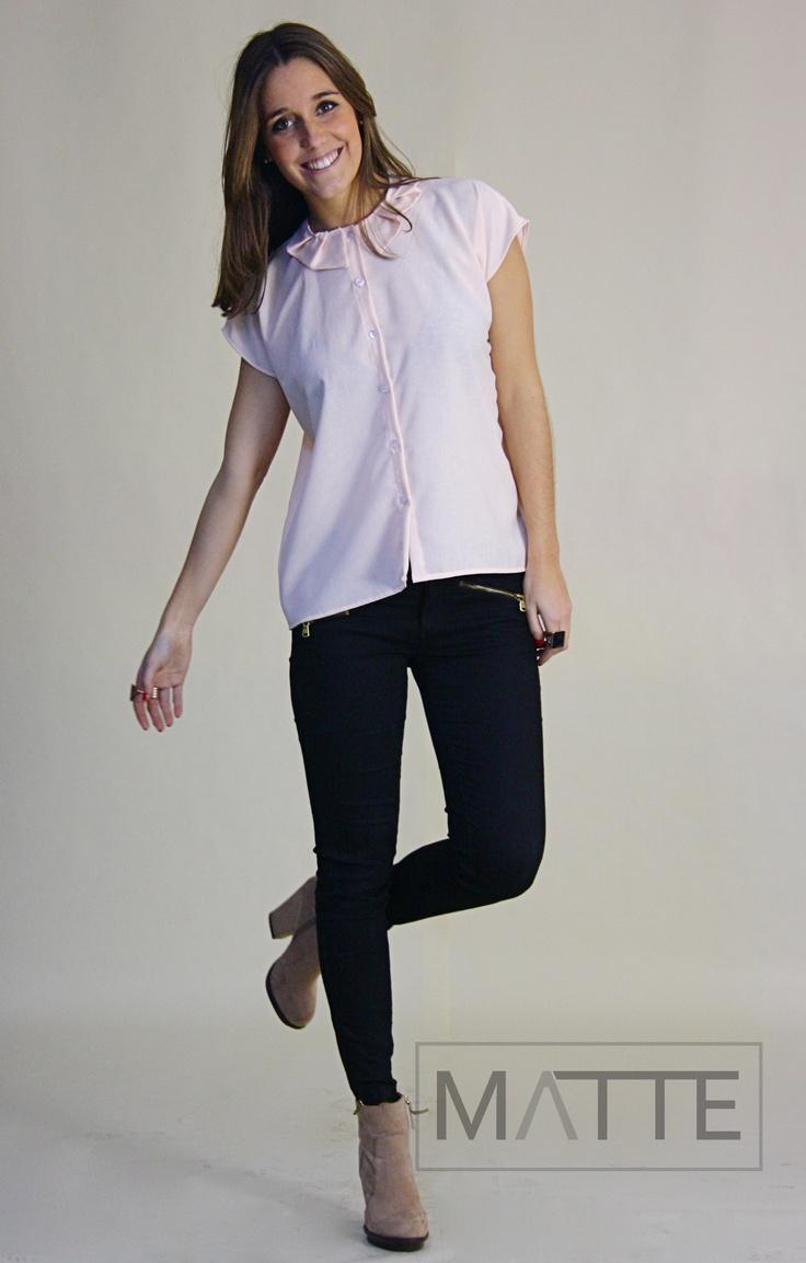 Camisa branco sujo c/ gola plissada