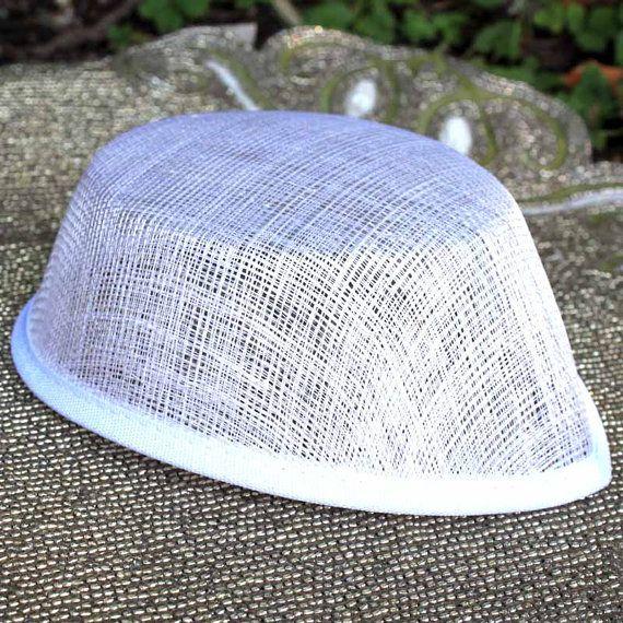 Witte Sinamay Airhostess hoed basis voor tovenaars, cocktail hoeden, kerk hoeden en perchers - DIY millinery aanbod