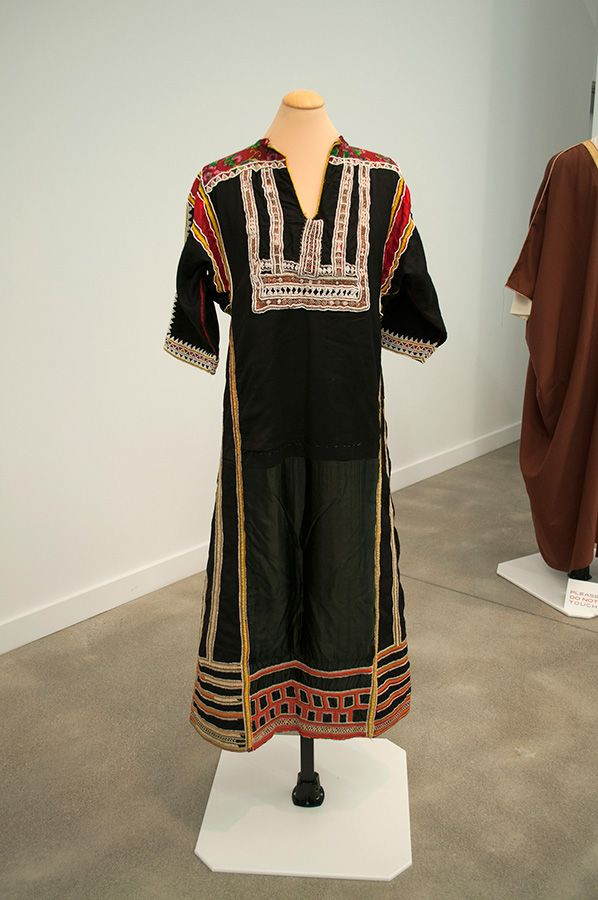traditional dress in saudi arabia Culture of saudi arabia - history, people, clothing, traditions, women, beliefs,   men and women conforms with muslim dress codes that prescribe modesty for.