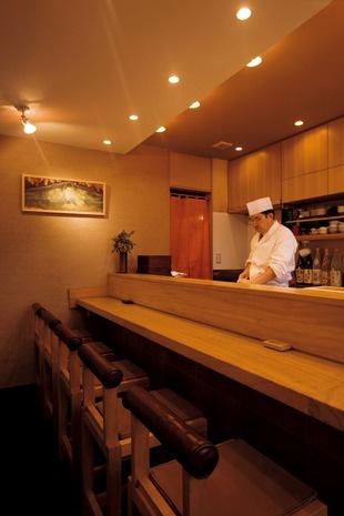 Sit at the sushi counter at Sushi Takumi Okabe for an Edo-style experience ~ Kaichiro Okabe is mentor chef of Masa Takayama of Masa, NY
