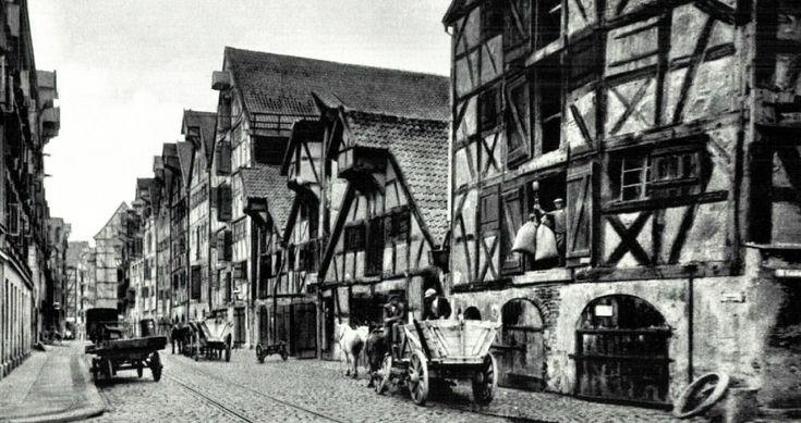https://flic.kr/p/rjSp5C | 301 Königsberg - im alten Speicherviertel, 1941 | Die Ansichtskarte zeigt eine Straße im großen Speicherviertel der Stadt Königsberg. Die Lastadie lag westlich des Hundegatts und wurde im Süden vom Pregel begrenzt. Der Stadtteil wurde Laak genannt.  Ansichtskarte 1941.