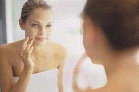 Recomiendan evitar pellizcar granos o espinillas por acné
