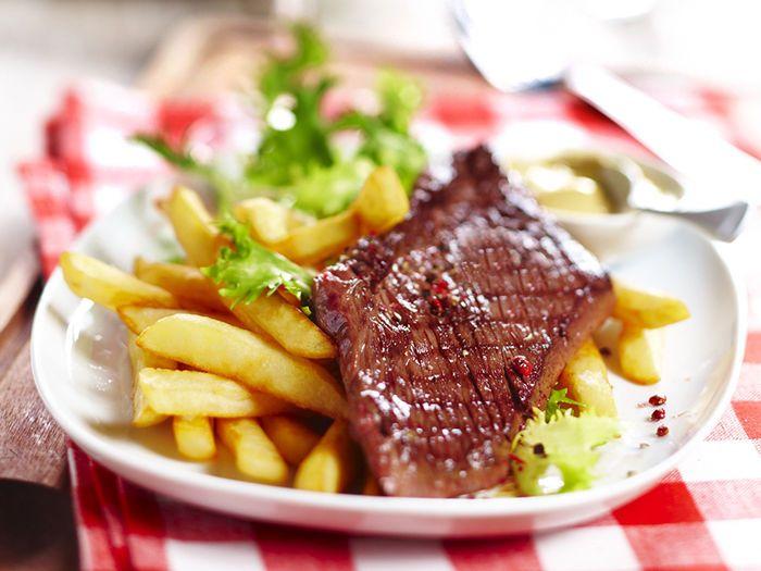 Découvrez la recette Steak frites sur cuisineactuelle.fr.