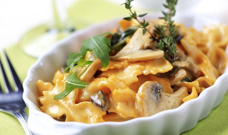 Λαχταριστό πιάτο ζυμαρικών με αρωματική και βελούδινη σάλτσα για τους λάτρεις των μανιταριών. Εύκολη συνταγή με απλά υλικά σε έναν απολαυστικό συνδυασμό που θα σας ενθουσιάσει.