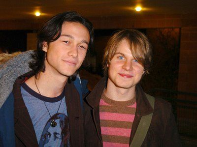 Joseph Gordon-Levitt and Brady Corbet at event of Mysterious Skin (2004) | Essential Gay Themed Films To Watch, Mysterious Skin http://gay-themed-films.com/films-to-watch-mysterious-skin/