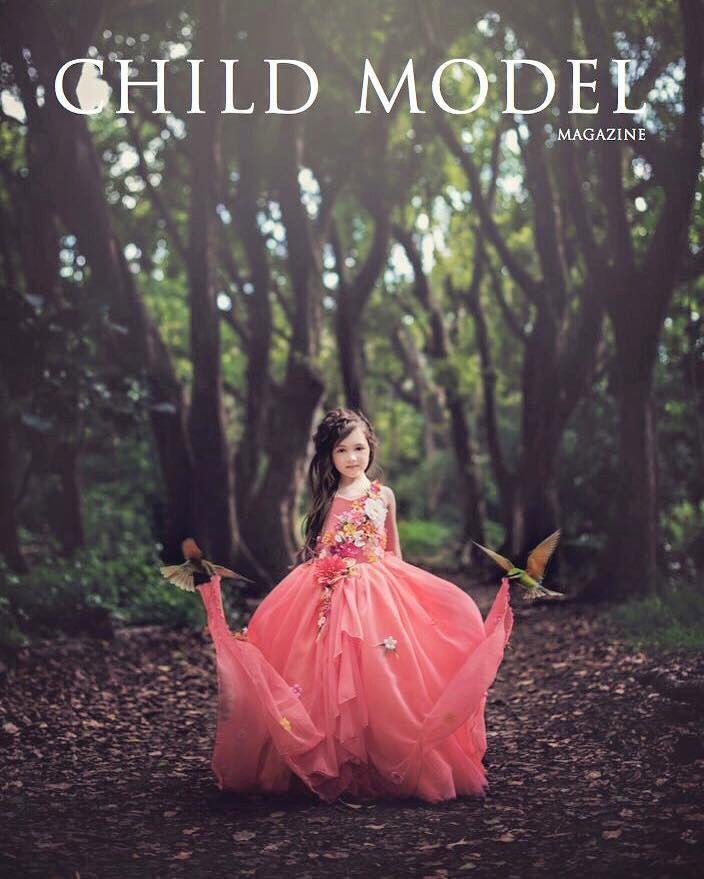 LIMITED EDITION Couture exotische bloemen Chiffon Gown door EllaDynae op Etsy https://www.etsy.com/nl/listing/467489949/limited-edition-couture-exotische