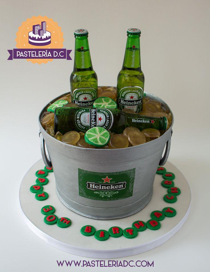 Torta esculpida con forma de balde de cerveza / Beer bucket sculpted cake.