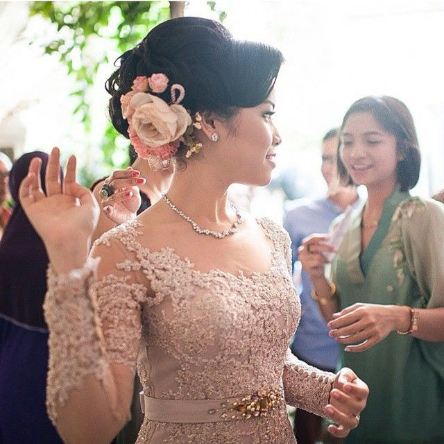 Regram from Ms. Haifa Hassanah. She's wearing our kebaya for her engagement party. Beautifully captured by @fotologue_photo. THANK YOU  #andhitasiswandi