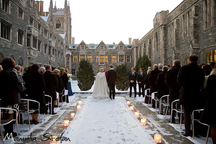 Don't you just love this outdoor winter wedding shot!  I don't think I would have had the nerve to do it, but it looks so beautiful!  Photo taken by Manuela Stefan www.manuelastefan.com