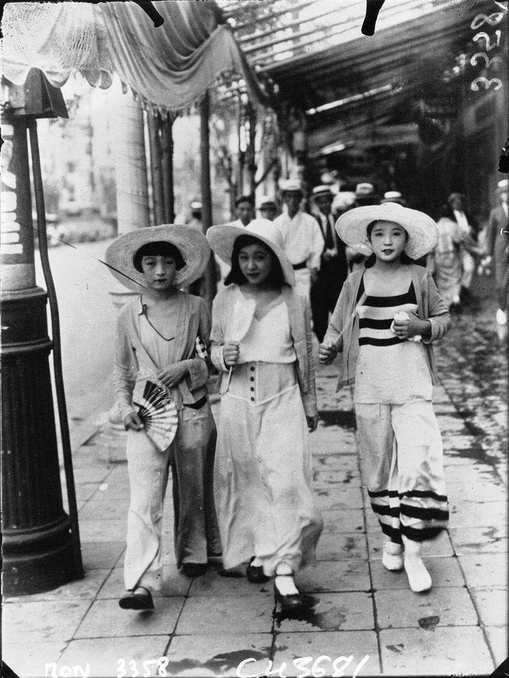 """モダンガール or Mo-ga (""""modern girls"""") wearing western dress at the dawn of the Shōwa era, Japan, 1932, photographer unknown."""