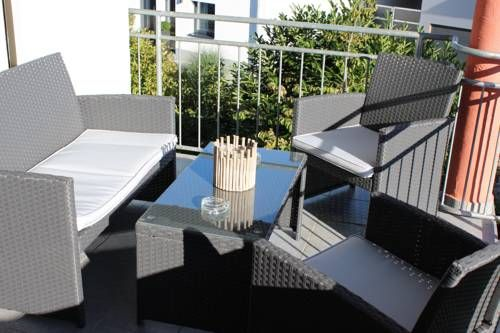 Ferienwohnung Hartmann Rust Situated in Rust, this apartment features free WiFi. The unit is 1.5 km from Europa-Park. Free private parking is available on site.  There is a seating area and a kitchen complete with an oven and a fridge. A flat-screen TV is available.