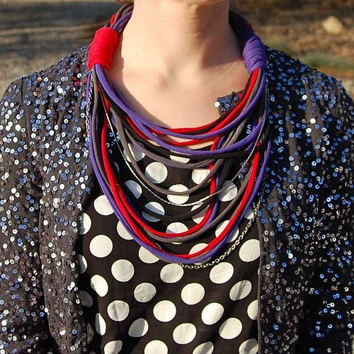 40+ Creative Ideas to Repurpose and Reuse Your Old T-shirts --> DIY T-Shirt Necklace