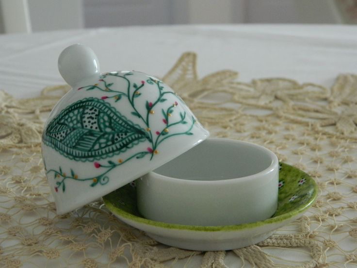 Hand painted - used to serve butter - from the breakfast set: http://handmadesister.blogspot.ro/2014/05/mic-dejun-de-poveste.html