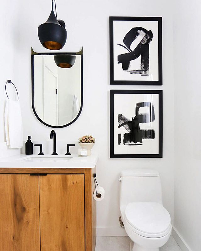 While we all dream of large bathrooms with a freestanding tub, let's get real: A lot of us have to work with petite spaces. So how do you decorate a bathroom that's not beige, bland, and crammed? Start by tapping the link in our bio for interior designer's favorite bathroom paint colors. | photo: @tessaneustadt for @homepolish