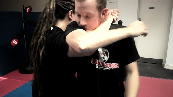 http://www.urbanwarriorsacademy.com http://www.facebook.com/urbanwarriorslondon  How to defend against a haymaker punch using a dirty boxing limb dysfunction to the opponent's bicep.  This is Part 2: 3 examples of how to work from the outside (counter striking and takedown from outside the opponent's arm)  krav maga london, best krav maga club london, which krav maga club london, krav maga south london, krav maga training in london, learn krav maga in london