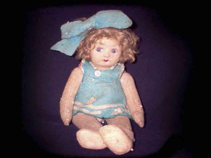 Muñecos poseídos y las historias que se llevaron al cine | Dónde Ir Antique Dolls, Vintage Dolls, Cursed Objects, Haunted Objects, Haunted Dolls, Haunted Houses, Haunted Places, Strange Beasts, Pose