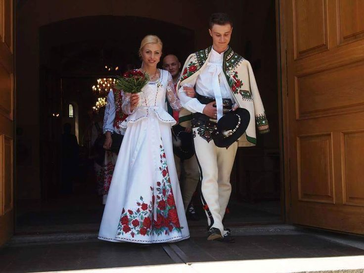 Slovak wedding//beautiful folk art#folkdresses <3