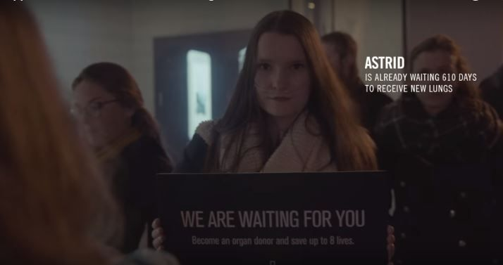 Una campaña de donación de órganos aprovechando la cola de la Apple Store