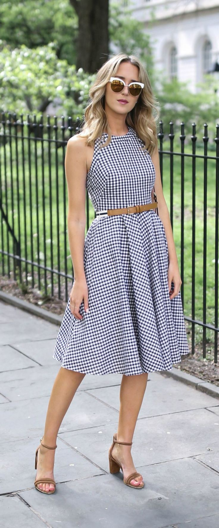 Awesome 100 Vintage Midi Dress to Wear Right Now from https://www.fashionetter.com/2017/07/19/100-vintage-midi-dress-wear-right-now/