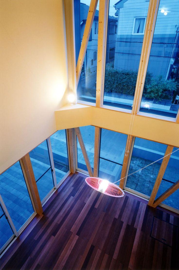 高さ7mの吹き抜けのあるリビングにルーチェプラン(LUCEPLAN) 照明器具(子供達が元気に遊びまわる家)- その他事例 SUVACO(スバコ)